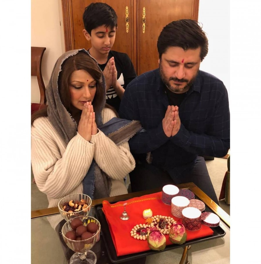 Sonali Bendre,Sonali Bendre Instagram,Sonali Bendre celebrates Diwali,Sonali Bendre celebrates Diwali in New York,Sonali Bendre with Goldie Behl,Sonali Bendre Diwali celebration pics,Sonali Bendre Diwali celebration images,Sonali Bendre Diwali celebration