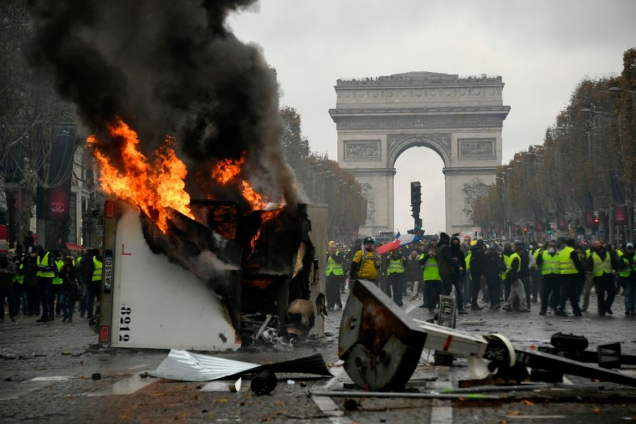 France,france president macron,French President Emmanuel Macron,Emmanuel Macron,France protests labor laws,France Oil Protest,Cost of living in France