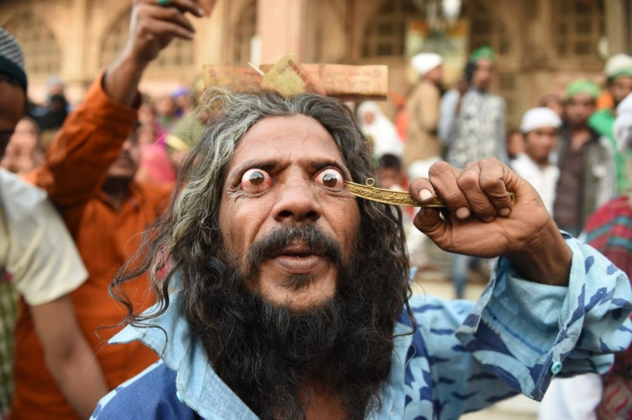 Rafai Silsila,Indian Customs,Indian Religion,Muslim traditions,Shah-E-Alam Dargah,Traditions of India,Rafai Papa Miyan Sai,Indian ritual,What is Rafai Silsila
