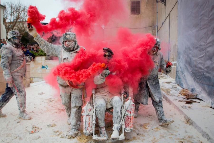 Els Enfarinats,Festivals around the world,Festivals,Spanish Festival,Spanish Military,Festivals In Spain,Festival Season,Christmas Festival