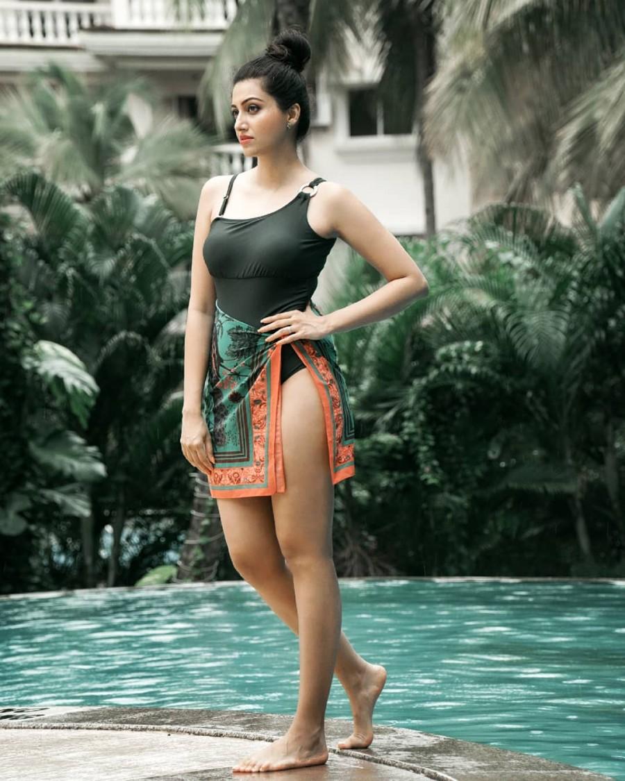 Hamsa nandini,hamsa nandini bikini,hamsa nandini swimsuit,hamsa nandini hot pictures,telugu actress hot photos