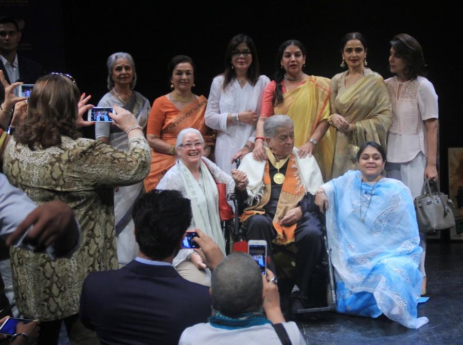 Shashi Kapoor,Dadasaheb Phalke Award,Kapoor family,Amitabh Bachchan,Ranbir Kapoor,Saif Ali Khan,rekha,abhishek bachchan,Kareena Kapoor Khan,arun jaitley,photos