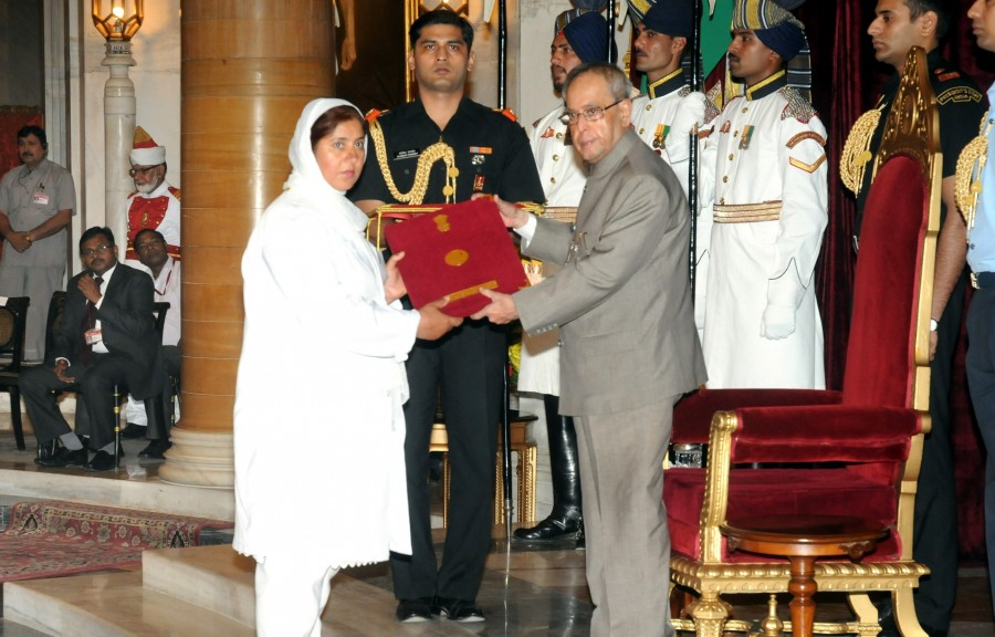 International nurses day,nurses day,world nursing day,Pranab Mukherjee,founder of nursing,Florence Nightingale Awards 2014,Florence Nightingale Award winners