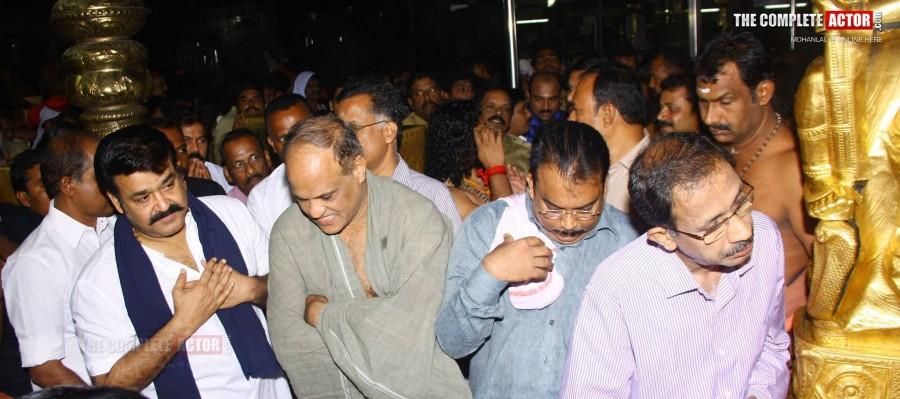 Mohanlal Visits Sabarimala Lord Ayyappa Temple