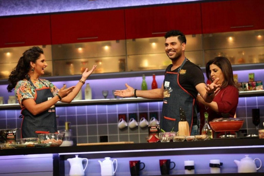 Farah Ki Daawat,Cricketer Yuvraj Singh,Tennis player Sania Mirza,Yuvraj Singh cookery skills,Sania Mirza cookery skills,Farah Khan,Colors hit TV show,Farah Ki Daawat photos,Farah Ki Daawat latest episode
