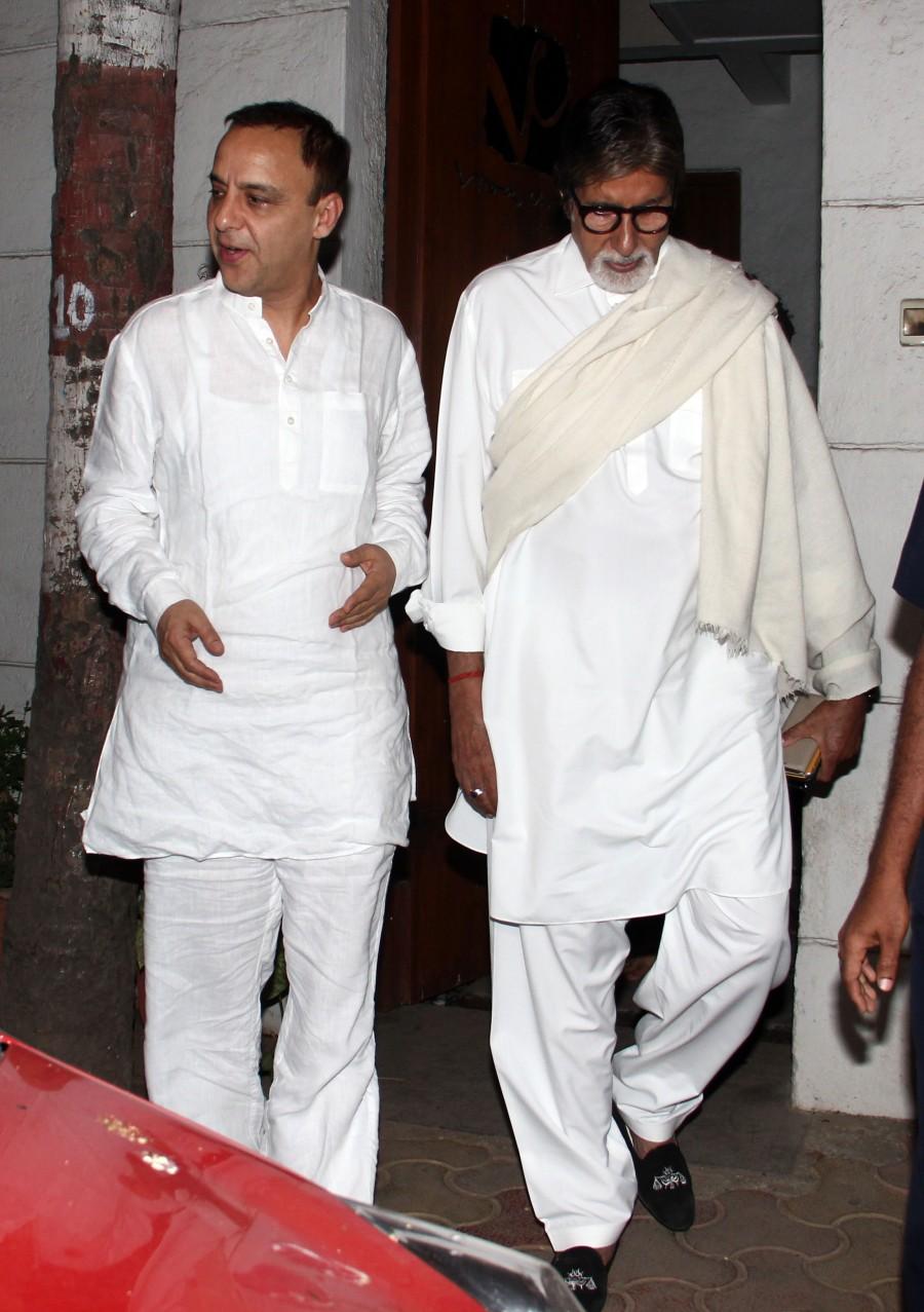 Amitabh Bachchan Spotted at Vidhu Vinod Chopra's Office in Santacruz