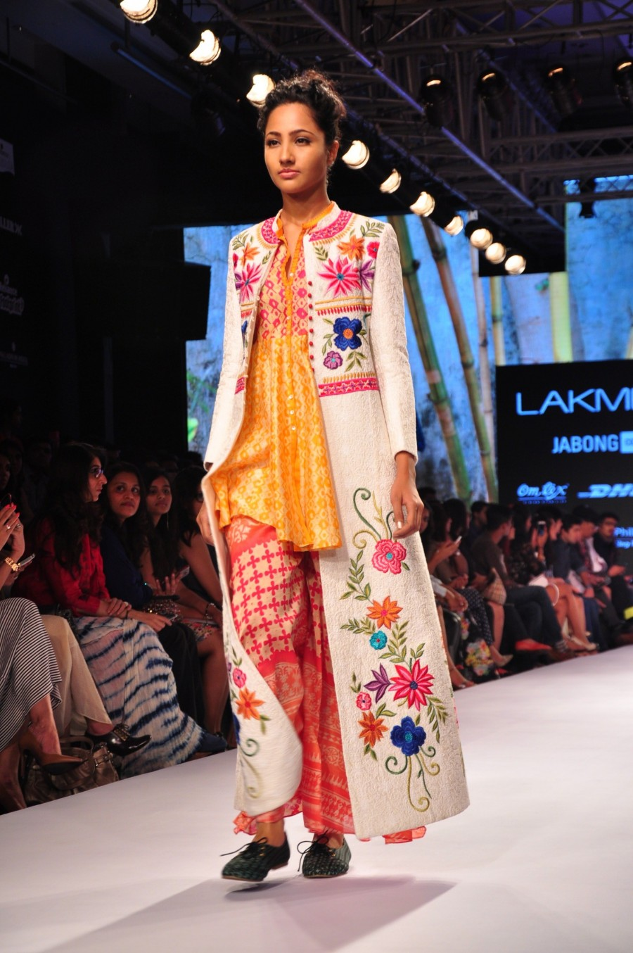 Lakme Fashion Week 2015,LFW2015,#LakmeFashionWeek,manish malhotra,designers,day 1,night show,fashion show,blue runway,photos