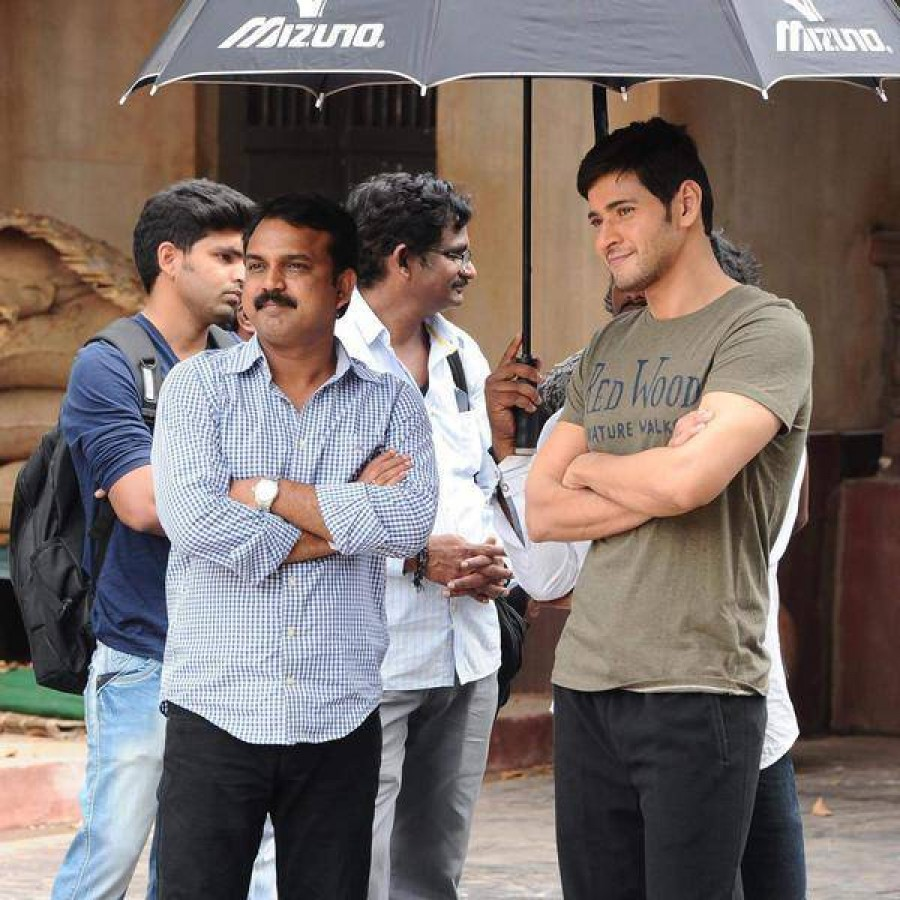 Mahesh Babu and Shruti Haasan's Srimanthudu Movie Working Stills,Srimanthudu Movie Working Stills,Srimanthudu Movie Working images,Srimanthudu Movie Working photos,Srimanthudu Movie Working pictures,Srimanthudu Movie Working pics,Mahesh Babu and Shruti Ha