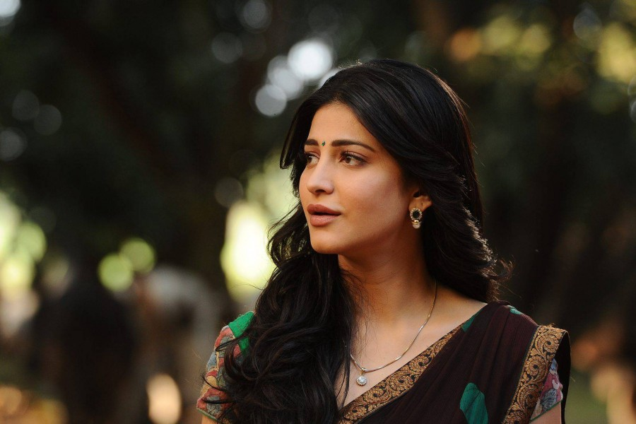 Shruti Haasan stills from Srimanthudu Movie,Shruti Haasan in Srimanthudu Movie,Srimanthudu,Srimanthudu Movie stills,Srimanthudu Movie pics,Srimanthudu Movie images,Shruti Haasan latest pics,Shruti Haasan latest images,Shruti Haasan latest pictures
