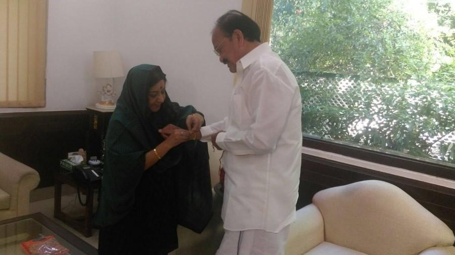 Sushma Swaraj,rakhi special,Sushma Swaraj rakhi Venkaiah Naidu,Venkaiah Naidu,Raksha Bandhan 2015