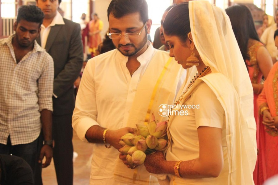 Muktha wedding photos,muktha rinku tomy wedding,rinku tomy wedding,muktha chatta mundu wedding,rimi tomy brother wedding