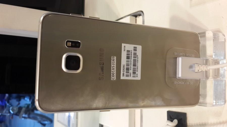 Samsung Galaxy S6 Edge  photos,Samsung Galaxy S6 Edge  images,Samsung Galaxy S6 Edge  real photos,Samsung Galaxy S6 Edge,Samsung Galaxy S6 Edge  hands on images