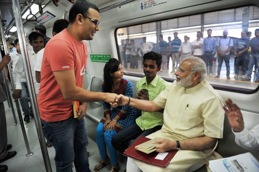 Narendra modi,modi in metro,metro train,narendra modi in metro train