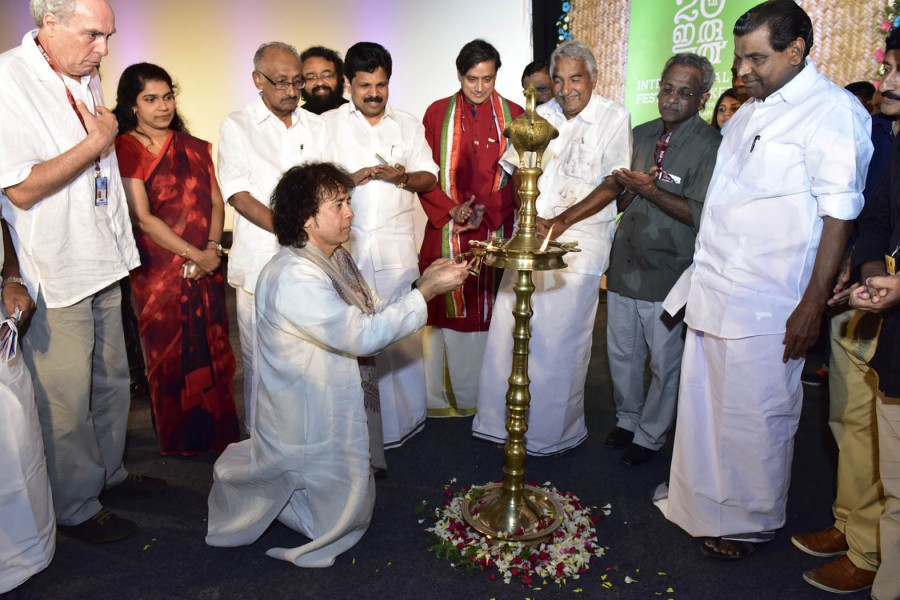 IFFK 2015 curtain-raiser,IFFK 2015,International film fest,International film fest of Kerala begins,20th IFFK,Chief Minister Oommen Chandy,Ustad Zakir Hussain,Zakir Hussain