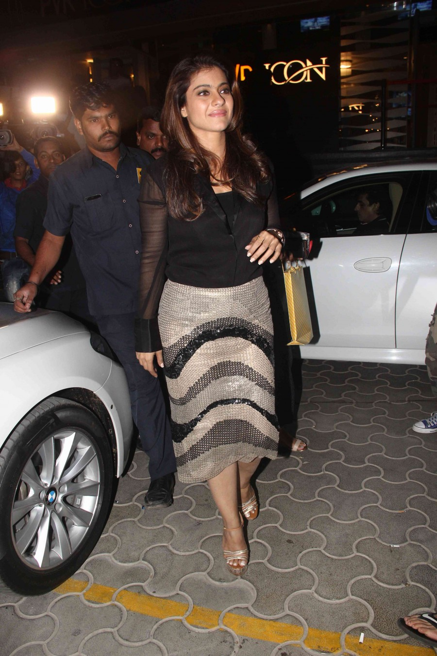 Dilwale Special Screening,Shahrukh Khan,Kajol,Kriti Sanon,Dilwale Special Screening pics,Dilwale Special Screening images,Dilwale Special Screening photos,Dilwale Special Screening stills,Dilwale Special Screening pictures