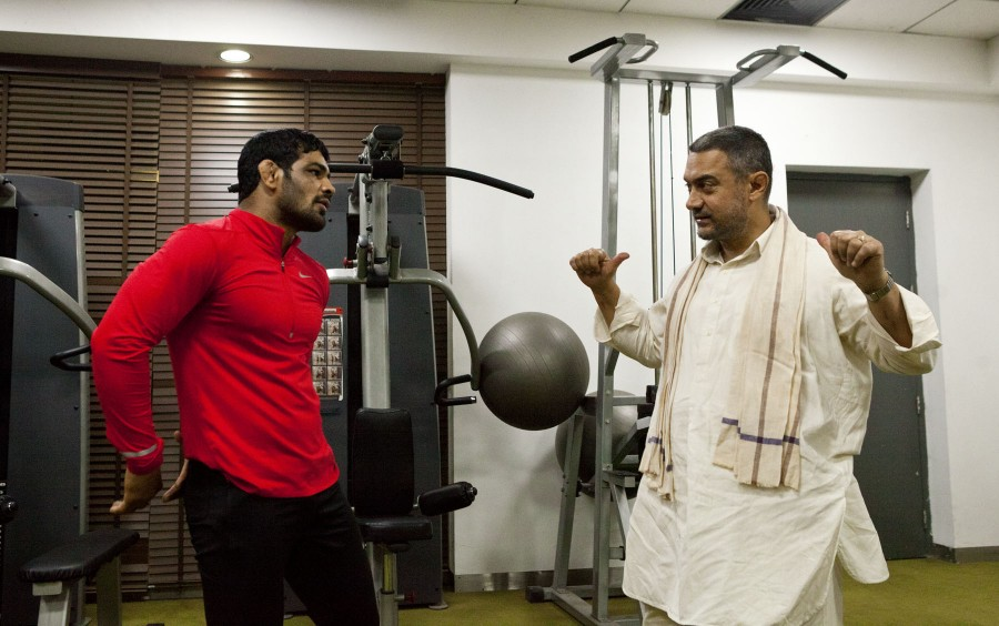 Aamir Khan,Sushil Kumar,Sushil Kumar meets Aamir Khan,Dangal,Wrestler Sushil Kumar,Aamir,Aamir Khan in Delhi for Dangal,meets wrestler Sushil Kumar,Aamir Khan in Delhi,aamir Khan in Delhi for Dangal,On The Sets Of Dangal,Dangal On The Sets,Aamir Khan-Dan