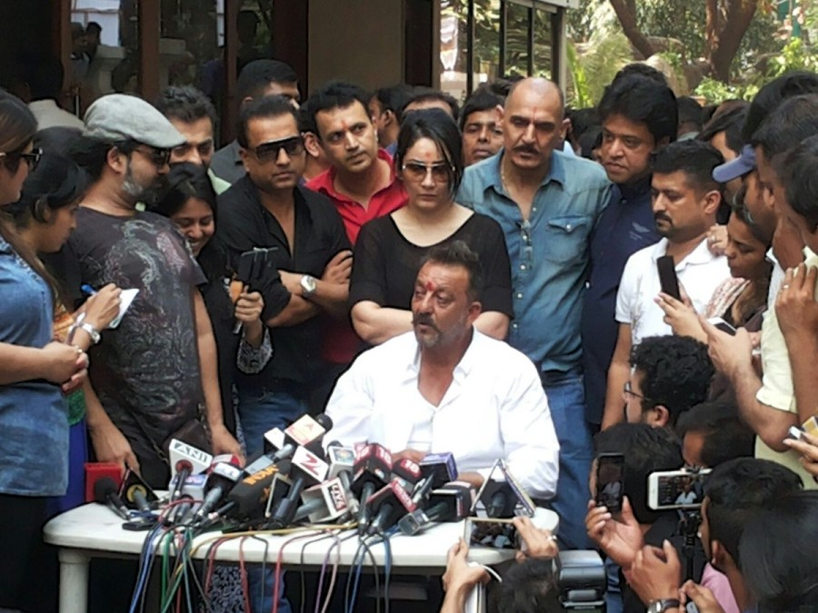 Sanjay Dutt,Sanjay Dutt spent his day post release,Sanjay Dutt post release day,Sanjay Dutt out of Jail,Actor Sanjay Dutt,sanjay dutt release,sanjay dutt jail,Sanjay dutt upcoming movie,sanjay dutt jail term,sanjay dutt walks free