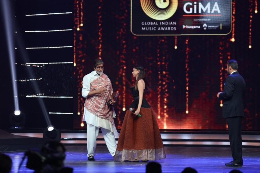 GiMA 2016,GiMA,Sonakshi Sinha,Arjun Kapoor,Amitabh Bachchan,Yo Yo Honey Singh,Udit Narayan,Harshdeep Kaur,Lalit Pandit,Sidesh Bhosle,Divya Kumar,GiMA 2016 pics,GiMA 2016 images,GiMA 2016 stills,GiMA 2016 pictures,GiMA 2016 photos