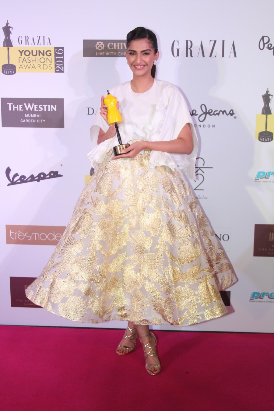 Grazia Young Fashion Awards,Grazia Young Fashion Awards 2015,Grazia Young,Sonam Kapoor,Taapsee Pannu,Sonakshi Sinha,Abhishek Kapoor,Aditi Rao Hydari,Athiya Shetty,Neha Dhupia,Raman Lamba