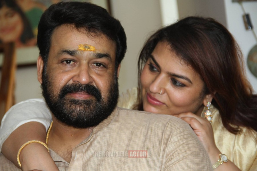 Mohanlal,mohanlal wedding anniversary,mohanlal suchitra,mohanlal suchitra wedding anniversary,mohanlal 28th wedding anniversary,mohanlal family photos,mohanlal with family,mohanlal in china,mohanlal in vietnam