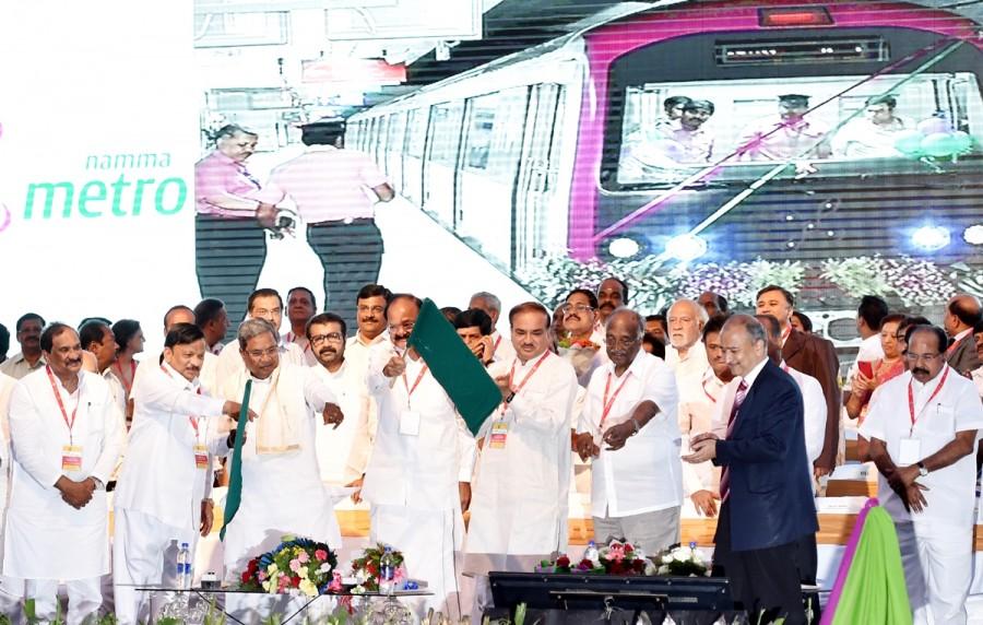 Siddaramaiah,Venkaiah Naidu,Siddaramaiah, Venkaiah Naidu flag off south India's first underground Metro,south India's first underground Metro,underground Metro,Namma Metro,Bangalore Metro Rail Corporation Limited,BMRCL