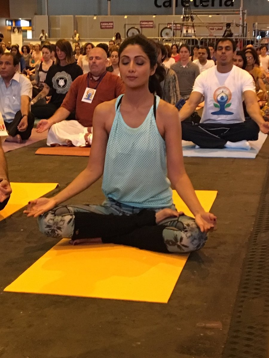 Shilpa Shetty,Shilpa Shetty yoga,Shilpa Shetty at IIFA 2016,IIFA 2016,Shilpa Shetty dazzles with Yoga,Yoga,Yoga at IIFA