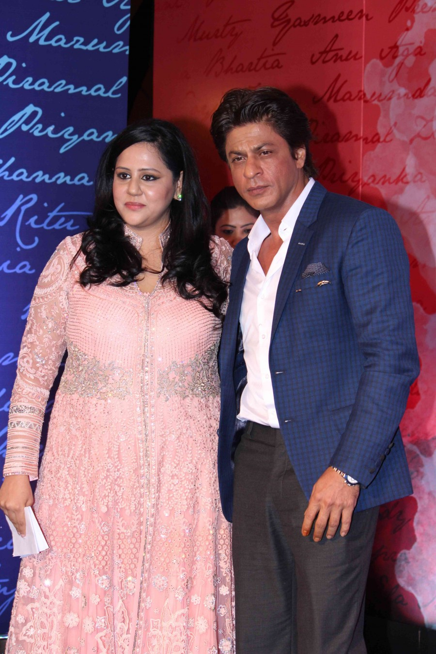 Shahrukh Khan,Neeta Ambani,Shahrukh Khan launches Gunjan Jain book,Neeta Ambani launches Gunjan Jain book,Gunjan Jain book,SRK,actor Shahrukh Khan,Shahrukh Khan latest pics,Shahrukh Khan latest images,Shahrukh Khan latest photos,Shahrukh Khan latest still