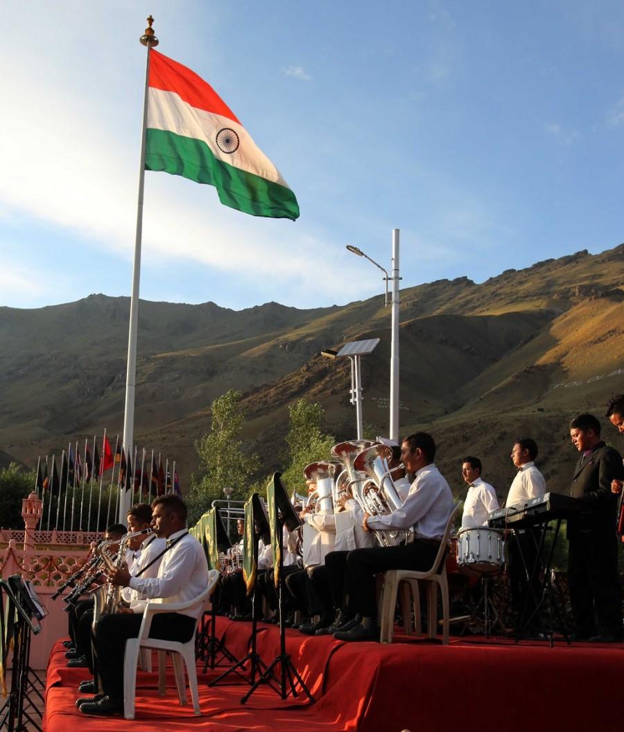 Kargil Vijay Diwas,India pays tribute,Kargil War,17th Kargil Vijay Diwas,India pays tribute to martyrs of the Kargil War on 17th Kargil Vijay Diwas,Indian soldiers,brave Indian soldiers