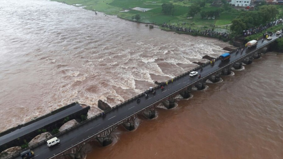 Mumbai-Goa highway bridge collapse,bridge collapse,highway bridge collapse,flood waters,bridge collapse in Mumbai-Goa Highway,bridge collapse in Mumbai Highway,bridge collapse in Goa Highway