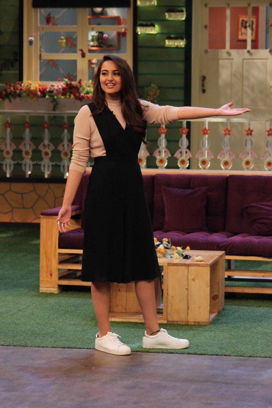 Sonakshi Sinha,Sonakshi Sinha promotes Akira movie,Sonakshi Sinha at The Kapil Sharma Show,Sonakshi Sinha promotes Akira movie on The Kapil Sharma Show,actress Sonakshi Sinha,Sonakshi Sinha latest pics,Sonakshi Sinha latest images,Sonakshi Sinha latest ph