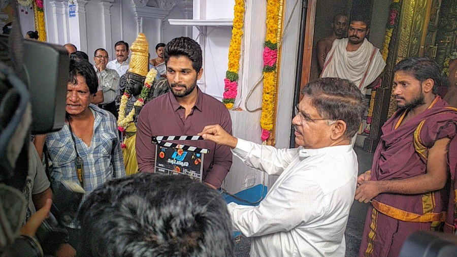 Allu Arjun,Allu Arjun new movie,Duvvada Jagannadham,Duvvada Jagannadham movie launch,Duvvada Jagannadham pooja,Allu Aravind,Harish Shankar,Dil Raju,Ram,VV Vinayak,Shyam Prasad Reddy
