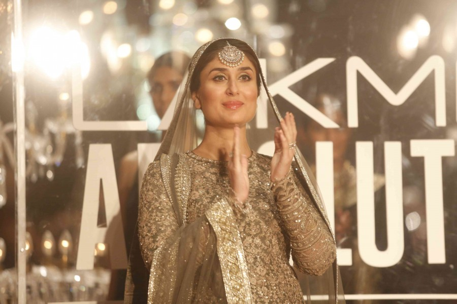 Kareena Kapoor,Kareena Kapoor baby bump,Kareena Kapoor walks the Ramp with her Baby Bump,Kareena Kapoor at the finale of Lakme Fashion Week 2016,Kareena Kapoor at Lakme Fashion Week 2016,Kareena Kapoor at Lakme Fashion Week,Kareena Kapoor Khan,Kareena Kap