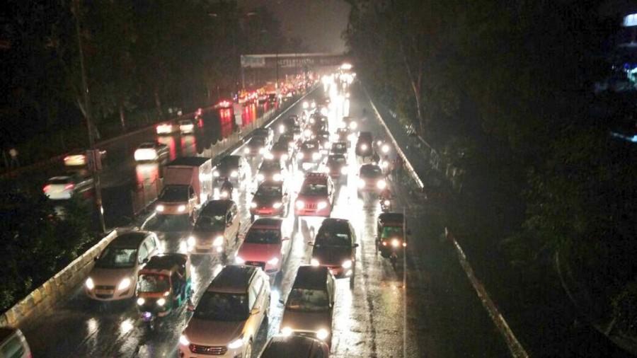Heavy rain in Delhi,Delhi Heavy rain,Heavy rains cause waterlogging,traffic jam in Delhi,waterlogging,Heavy rains cause traffic in Delhi