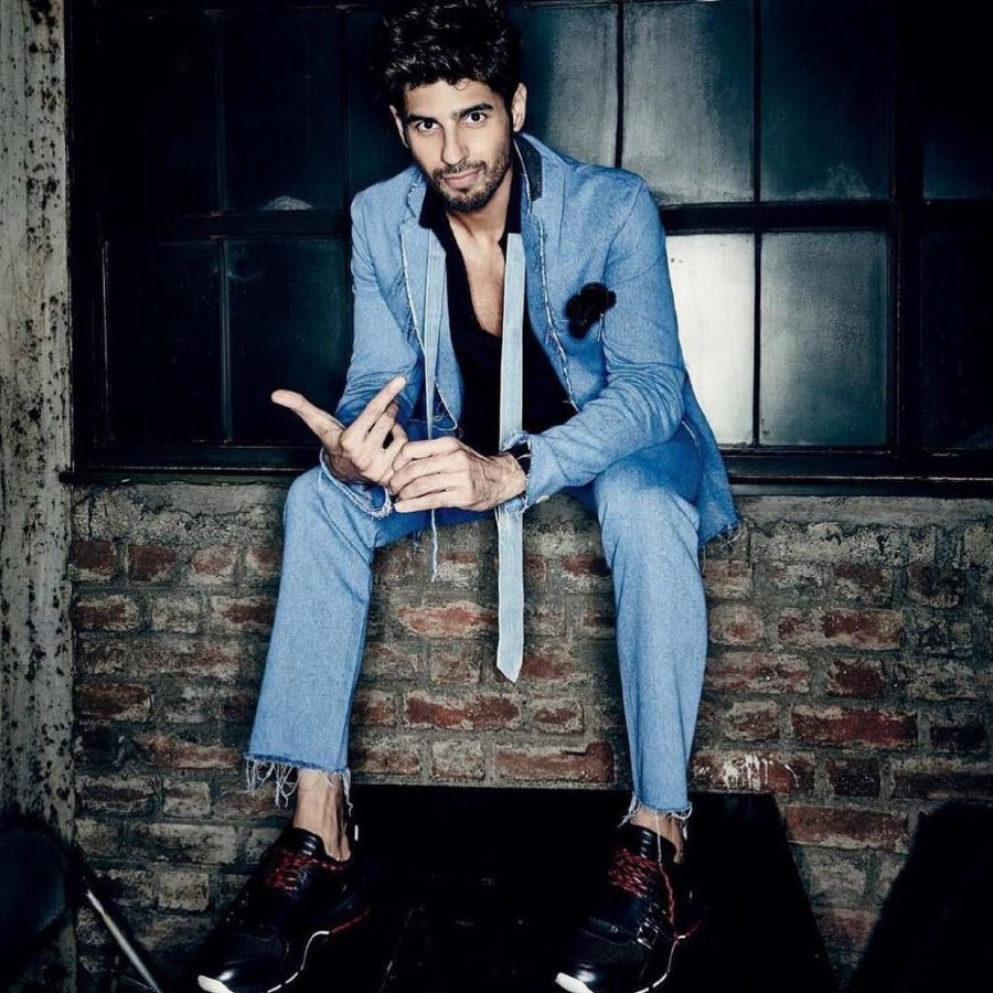 Siddharth Malhotra,Siddharth Malhotra on Filmfare,Siddharth Malhotra on Filmfare September issue,Sidharth Malhotra Turns Cover Boy For Filmfare,Sidharth Malhotra on the cover of Filmfare,Sidharth Malhotra pics,Sidharth Malhotra images,Sidharth Malhotra ph