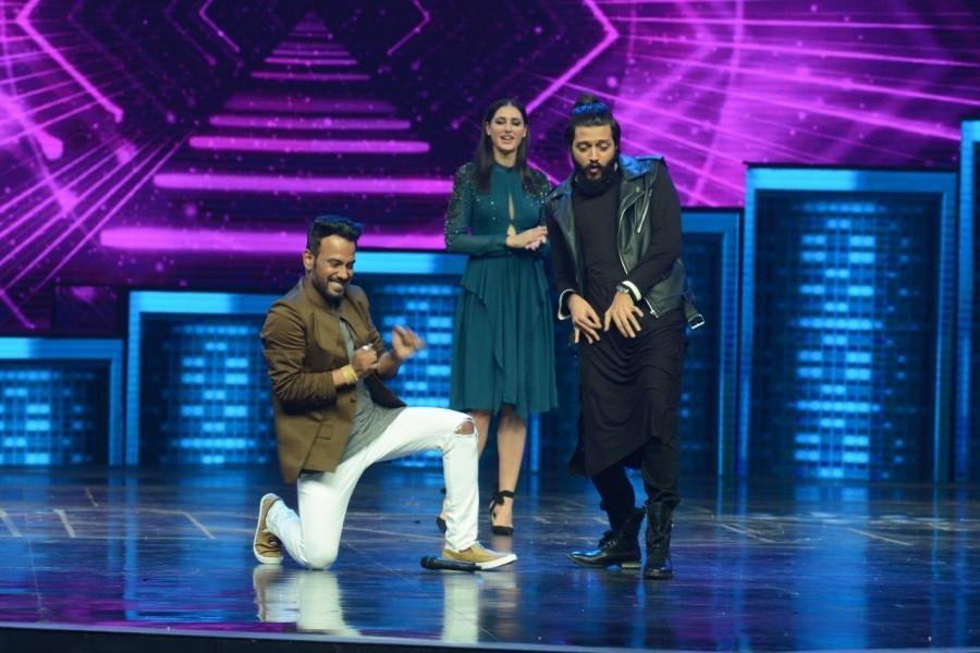 Ritesh Deshmukh,Nargis Fakhri,Remo D'souza,Banjo,Banjo promotions,Banjo promotion on Dance Plus season 2,Dance Plus season 2