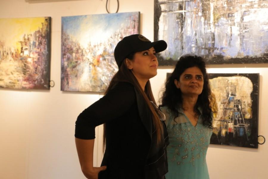 Bela Mardia,Solo Art Show,Mahima Choudhary,The Palette Knife,Mehmood Curmally,Vikram,Jeeya Sethi,Mr Bahl,Mr Bahl with daughter Sanjana,Sanjana