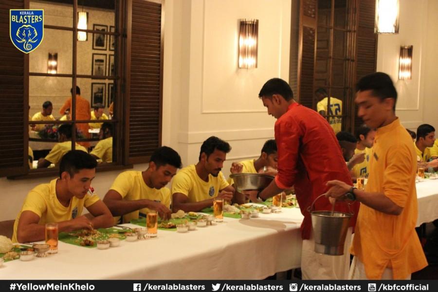 Sachin Tendulkar,Sachin,Sachin Tendulkar celebrates Onam festival,Sachin celebrates Onam festival,Onam festival,Onam,Onam celebrations,Sachin Tendulkar with Kerala Blasters team,Kerala Blasters team,Onam celebrations pics,Onam celebration pics,Onam celebr
