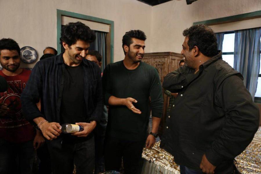 Ranbir Kapoor,Ranbir Kapoor celebrates his 34th birthday,Ranbir Kapoor birthday celebrations,Ranbir Kapoor 34th birthday celebrations,Jagaa Jasoos,Ranbir Kapoor celebrates birthday on the sets of Jagaa Jasoos,bollywood movie Jagaa Jasoos,Ranbir Kapoor bir