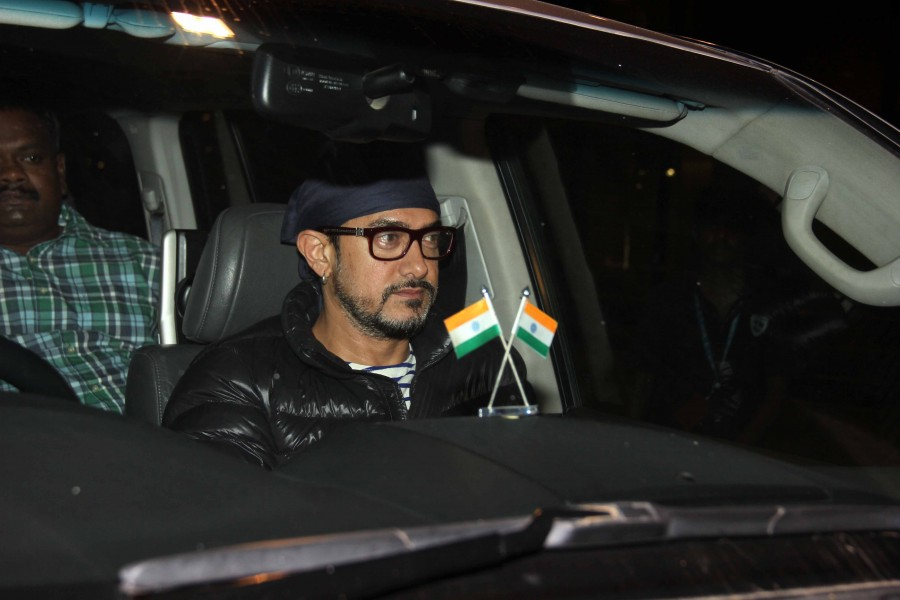 Aamir Khan,actor Aamir Khan,Aamir Khan at Mumbai airport,Aamir Khan pics,Aamir Khan images,Aamir Khan photos,Aamir Khan stills,Aamir Khan pictures,Aamir Khan latest pics,Aamir Khan latest images,Aamir Khan latest photos,Aamir Khan latest pictures