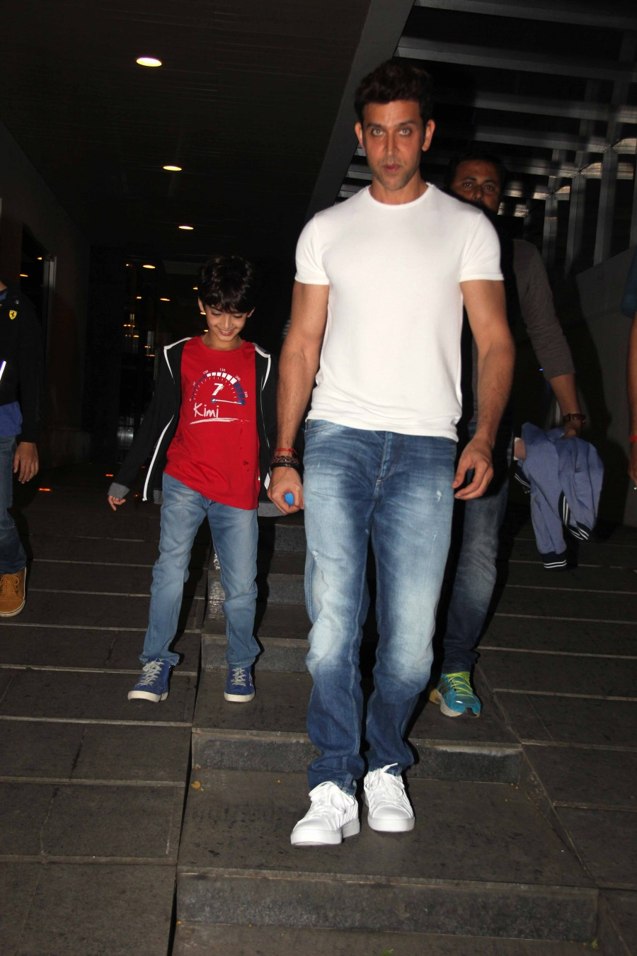 Hrithik Roshan,Hrithik Roshan spotted with his son,Hrithik Roshan with his son,Hrithik Roshan Son,Hrithik Roshan at Bandra,Hrithik Roshan pics,Hrithik Roshan images,Hrithik Roshan photos,Hrithik Roshan stills,Hrithik Roshan pictures