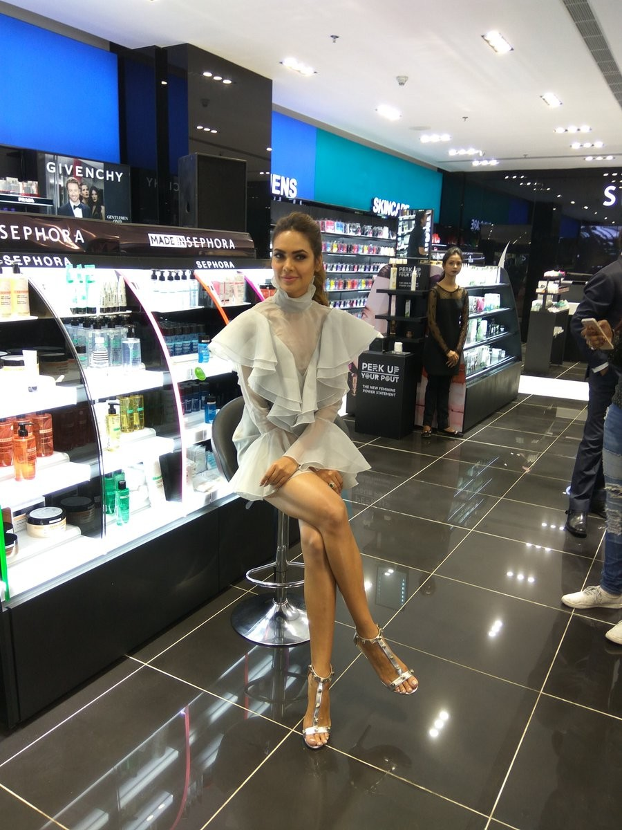 Esha Gupta,Bipasha Basu,Disha Patani,Sephora store Launch,Sephora store Launch pics,Sephora store Launch images,Sephora store Launch photos,Sephora store Launch  stills,Sephora store Launch pictures