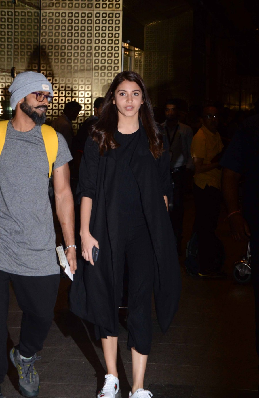Anushka Sharma,Anushka Sharma returns The Ring's shoot,The Ring,actress Anushka Sharma,Anushka Sharma snapped at Airport,Anushka Sharma latet pics,Anushka Sharma latet imgaes,Anushka Sharma latet photos,Anushka Sharma latet stills,Anushka Sharma late
