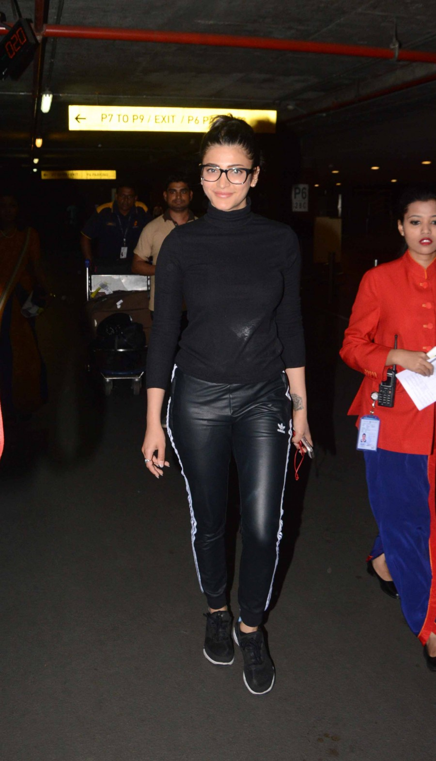 Sonakshi Sinha,Shruti Haasan,Raai Laxmi,Alia Bhatt,Elli Avram,Sonakshi Sinha at Mumbai Airport,Shruti Haasan spotted at Mumbai Airport,Raai Laxmi spotted at Mumbai Airport,Alia Bhatt spotted at Mumbai Airport,Celebs spotted at Mumbai Airport