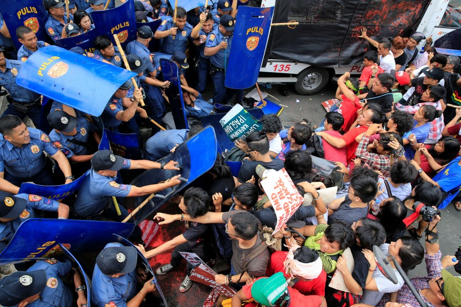 Anti-U.S. protest,Anti-U.S. protest in Philippines,Philippine police,U.S. embassy,Manila,Philippines turns violent