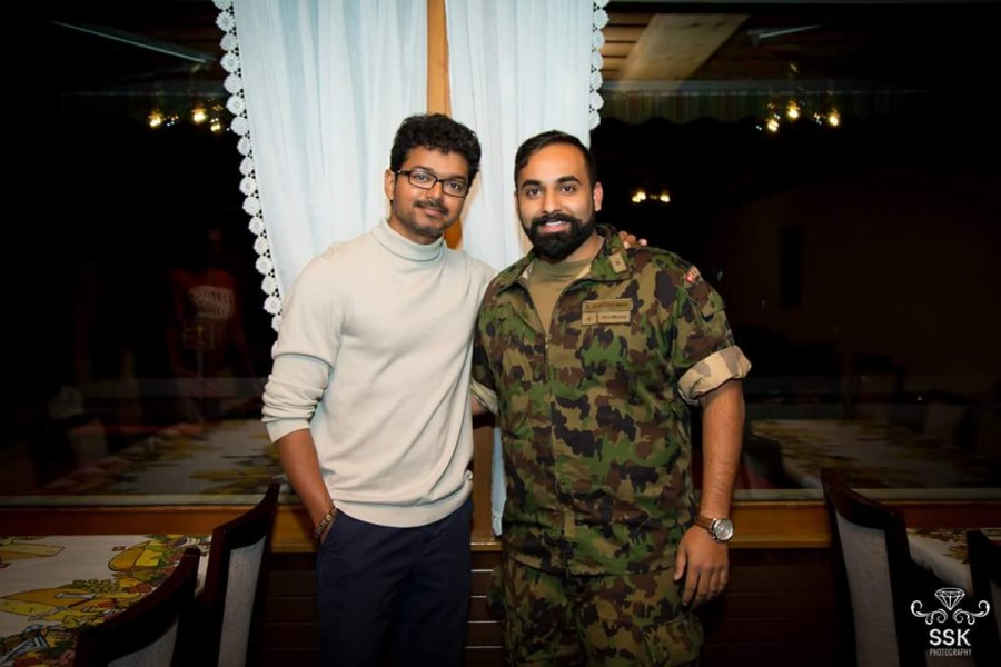 Bairavaa actor,Bairavaa,Vijay,Ilayathalapathy Vijay,Ilayathalapathy Vijay poses with Swiss fans,Vijay poses with Swiss fans,Vijay in Swiss,Vijay in Switzerland,Ilayathalapathy Vijay in Switzerland,Ilayathalapathy Vijay latest pics,Ilayathalapathy Vijay la