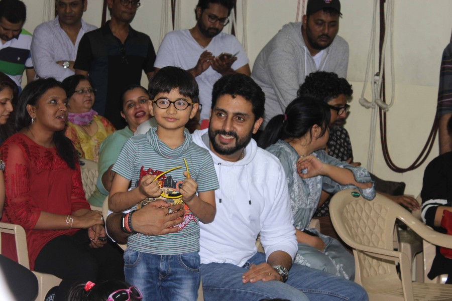 Abhishek Bachchan,Abhishek Bachchan snapped at Strut Dancemakers Master Class,Strut Dancemakers Master Class,Abhishek Bachchan pics,Abhishek Bachchan images,Abhishek Bachchan photos,Abhishek Bachchan stills,Abhishek Bachchan pictures