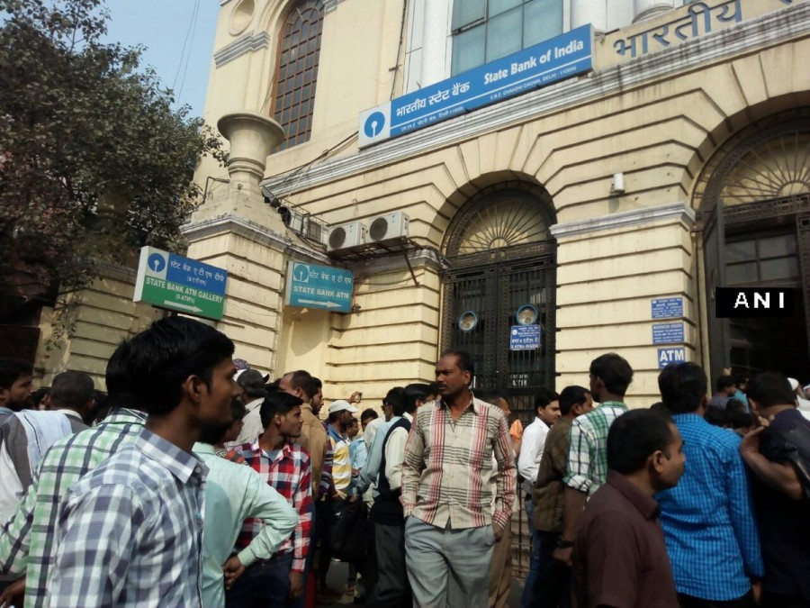 Rs 500, Rs 1000 exchange,Note exchange,Long queues seen outside banks,Long queues seen outside ATMs,Rs 500 and Rs 1,000,currency notes