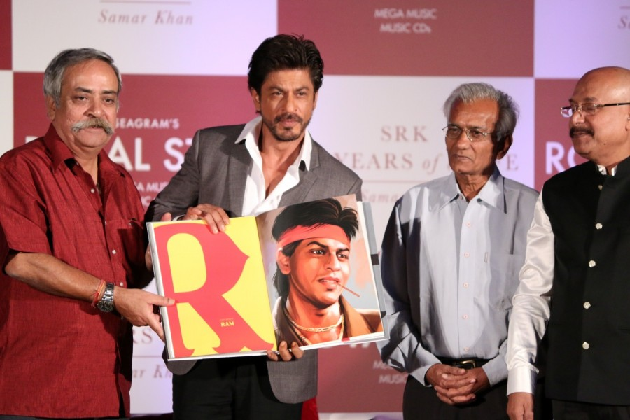 Shah Rukh Khan,actor Shah Rukh Khan,SRK,25 years of a Life,25 years of a Life book launch,Samar Khan,Shah Rukh Khan latest pics,Shah Rukh Khan latest images,Shah Rukh Khan latest photos,Shah Rukh Khan latest stills,Shah Rukh Khan latest pictures