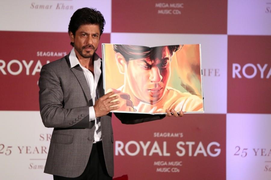 Shah Rukh Khan,actor Shah Rukh Khan,SRK,25 years of a Life,25 years of a Life book launch,Samar Khan,Shah Rukh Khan latest pics,Shah Rukh Khan latest images,Shah Rukh Khan latest photos,Shah Rukh Khan latest stills,Shah Rukh Khan latest pictures