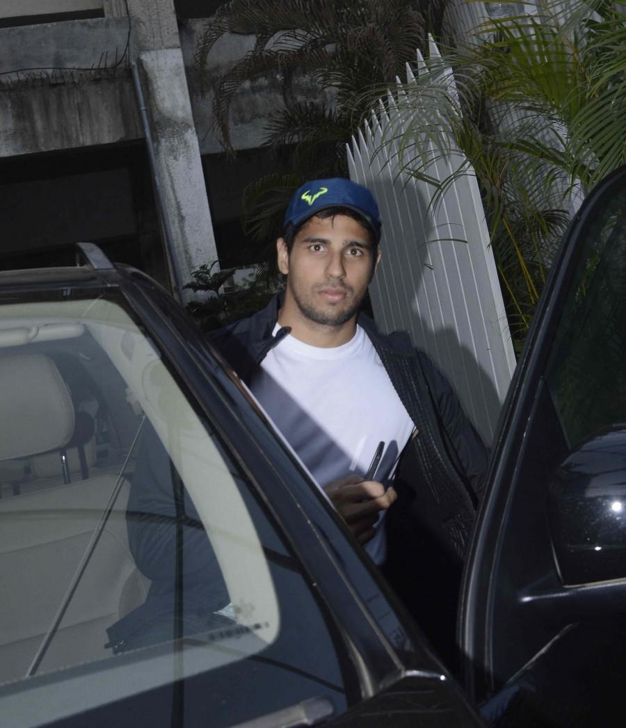 Sidharth Malhotra spotted at Bandra